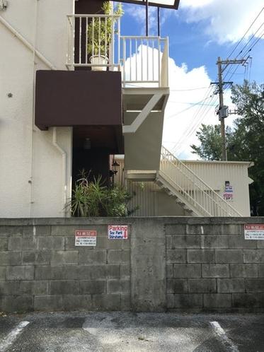 宿泊所隣、24時間使用可能な無料駐車場