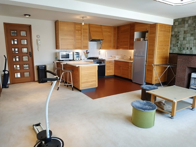 Kitchen and Living (Share】
