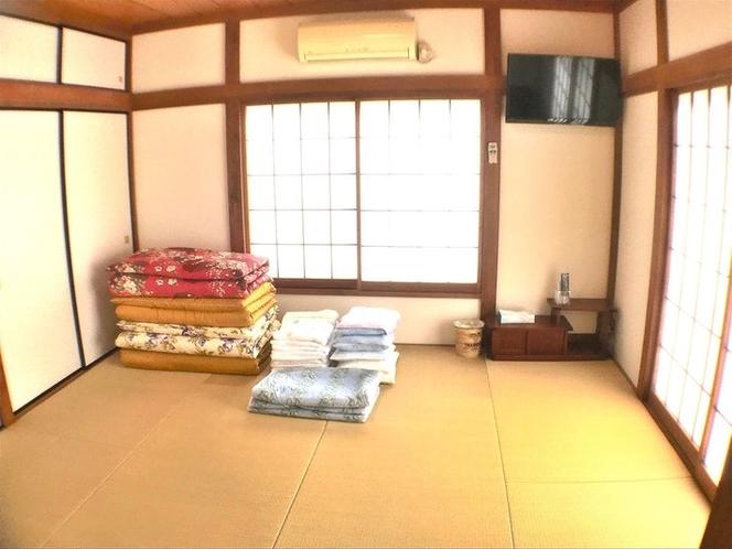 201いすゞ:日差しがよく入る明るい部屋です。