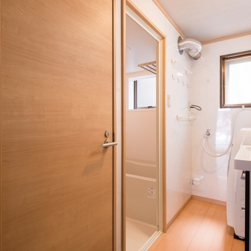 Bathroom(1st floor)