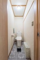 Toilet 2F