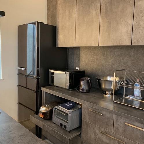 冷蔵庫・炊飯器・レンジ・トースター・ポットを最新の家電を完備