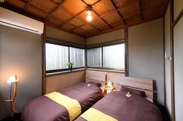 うふ 2F 寝室(シングルベッド2台)