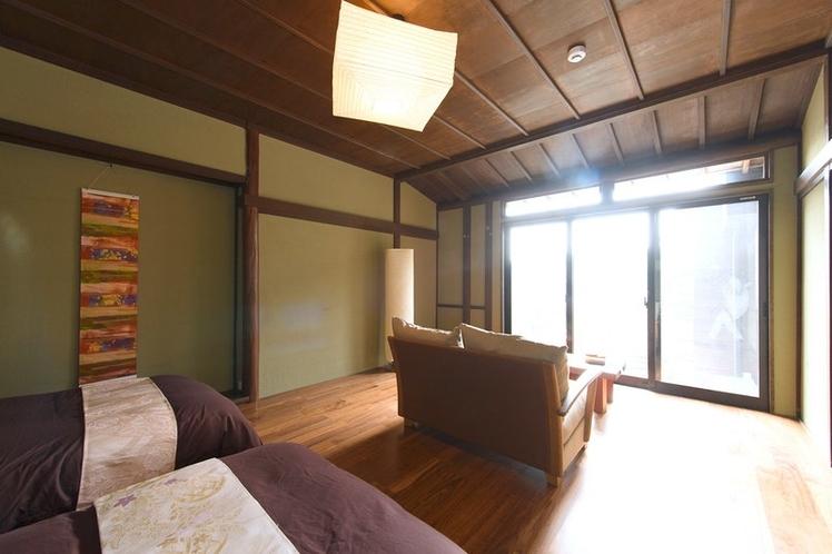 うふ 1F 寝室兼リビング(シングルベッド2台)