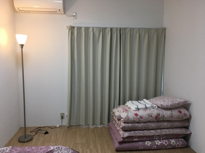 Bedroom1 / 1 bed and 2 futons