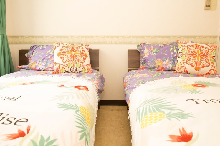 Bed Room : Single sized Bed×2、寝室: シングルベッドx2