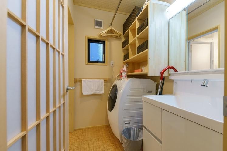 脱衣室 ドラム式洗濯機