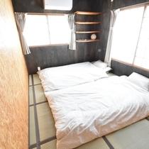 3階寝室303号室布団3人分迄 2019/4/17現在