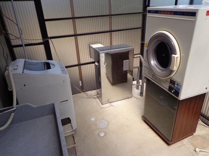 洗濯機(無料)、乾燥機(有料)