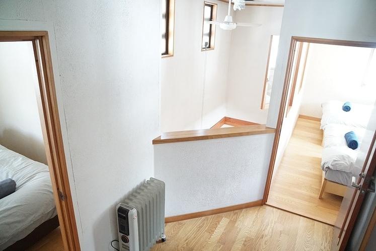 2階にはベッドルームが2部屋あります