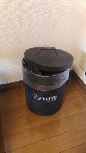 ゴミ箱 Garbage can