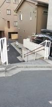 階段を下りて、右へ