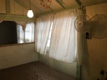 風通りのよいダブルベッドルーム