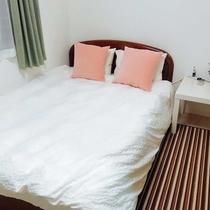 寝室3 标准尺寸双人床