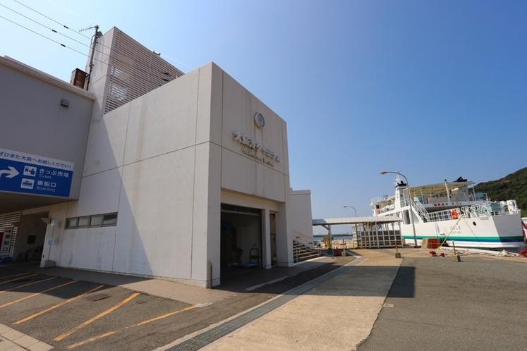 大島フェリーターミナルから、宿への送迎も可能です。(事前要予約)