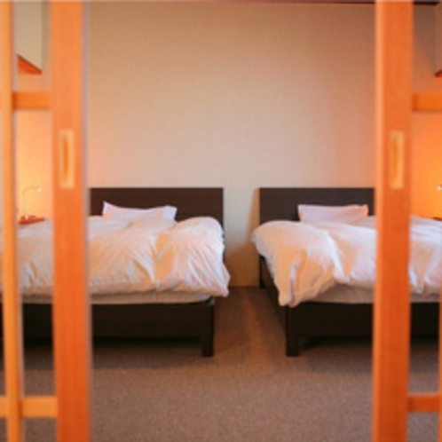 和洋室 和室とベッドのお部屋