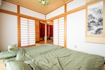 Gorgeous Japanese style room with paper sliding do