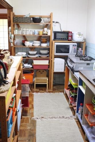 基本的なものは全て揃ったキッチン。
