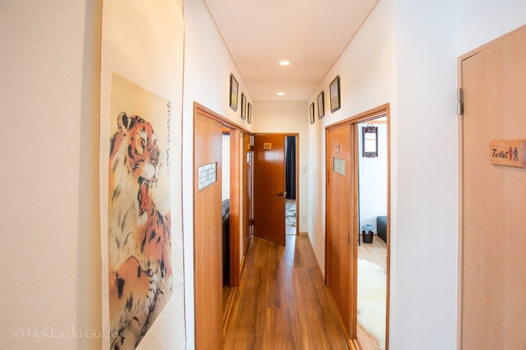 1階3部屋に通じる廊下