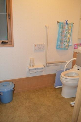 車いす利用者用トイレ