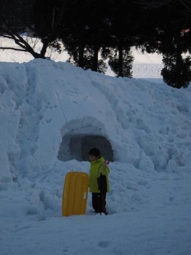 雪遊びは工夫次第