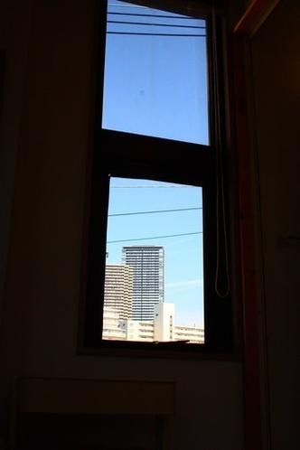3F。窓からはタワマンが見えます。某芸人さんが住んでいます。