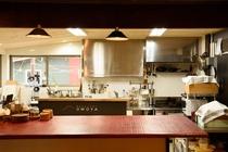 業務用器具のあるキッチン