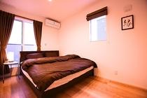 寝室① クイーンベッド
