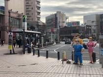 駅前南口、両さん、中川、麗子銅像