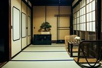 中庭を望む和室2