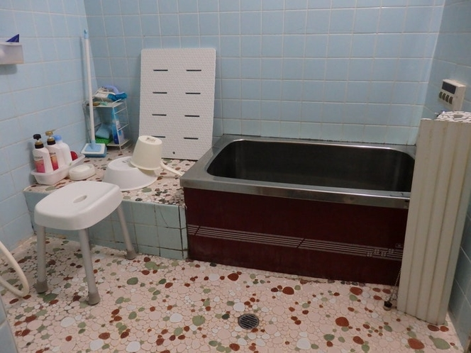 バスルーム 古い形ですが、広々としています。
