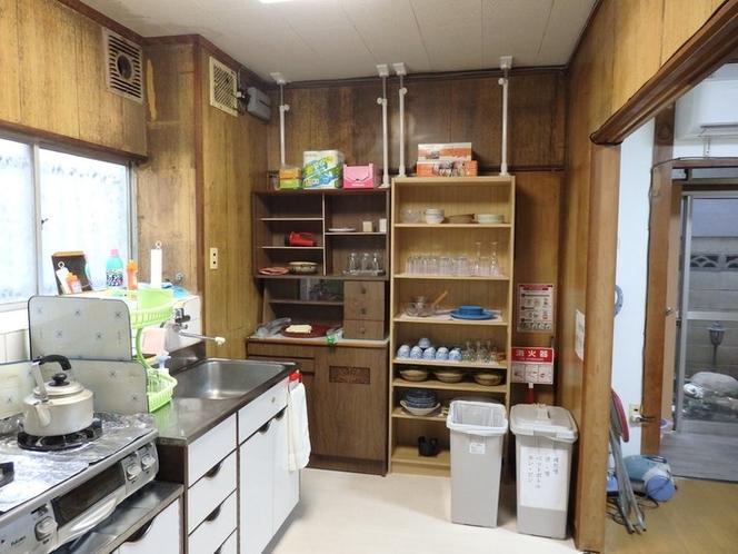 食器棚 充分な食器があります。