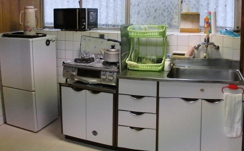 キッチン 調理器具、厨房設備があります。