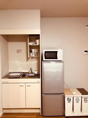 小さいキッチンですが基本的な調理器具は全て揃っております。