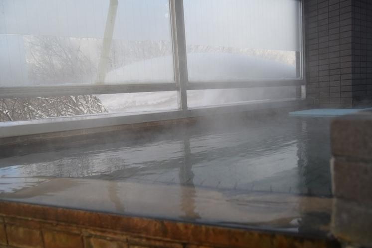 源泉かけ流しの贅沢な露天風呂です