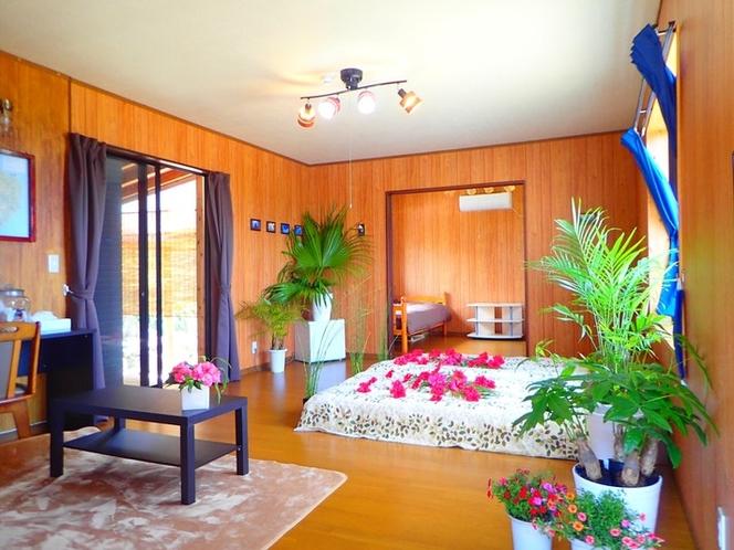 客室全景 16畳と奥の部屋は4畳半、ともにベットが2つあります。