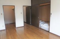 寝室② 布団×2組