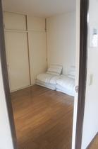 寝室③ 布団×2組