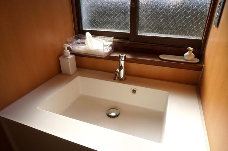 広々として使いやすい手洗いスペース。