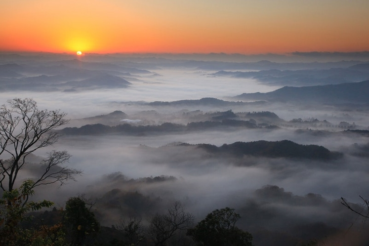 九十九谷展望公園より雲海「提供:千葉県君津市」