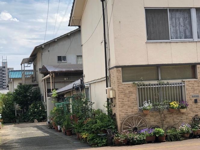 この家の後ろがhana館です。車輪が目印です