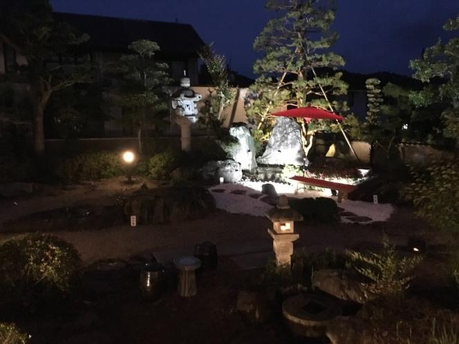 夜のお庭の風景