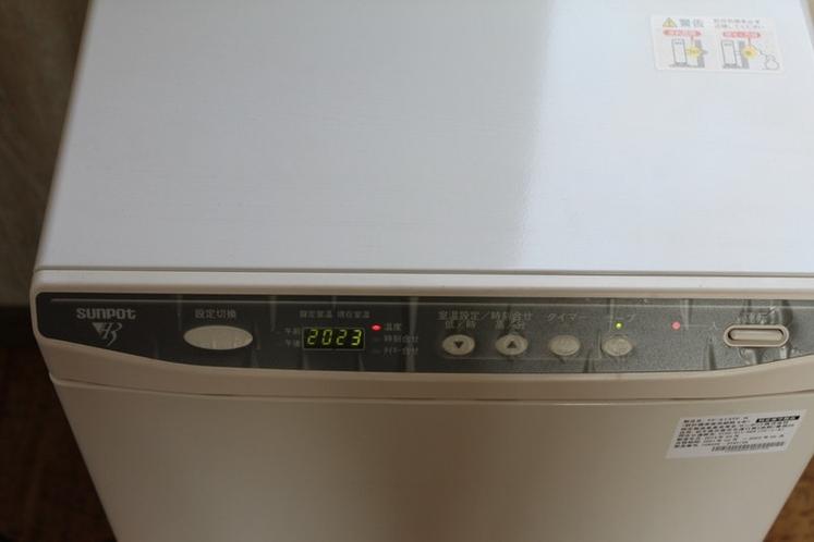 暖房器具(居間に2台、各ベッドルームに1台ずつ設置されています)