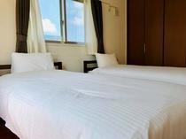 寝室3:シングルベッド2台