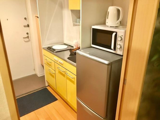 冷蔵庫、電子レンジ、電子ケトル