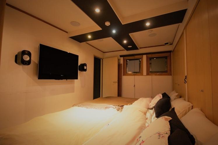 2階寝室 ダブルベッド2台