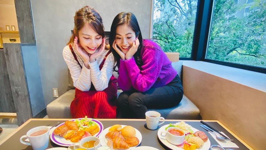 <朝食>お客さまの滞在をより豊かに、という思いを込め、楽しく、おいしい朝食をお届けします