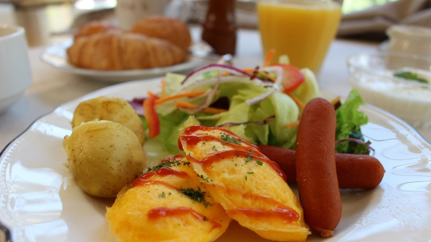 <朝食>定番の洋食メニューを取り揃えた朝食で快活な1日のスタートを