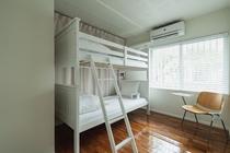 BUNK BEDROOM 大人が寝られるサイズの2段ベッド