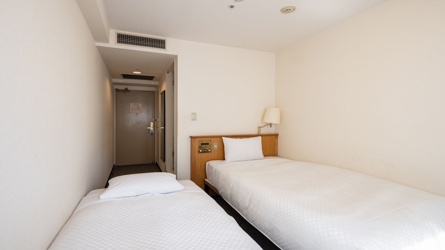 カジュアルツインルーム お部屋の広さ15㎡・シングルベッドが2台(110cm幅&90cm幅)